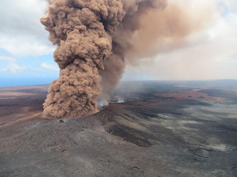 De vulkaan Kilauea is sinds vorige week opnieuw actief en kan nog maandenlang doorgaan, waarschuwen geologen.