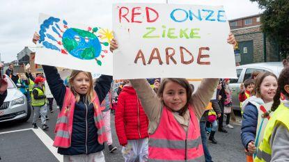 800 kinderen stappen mee in Schelse klimaatwandeling