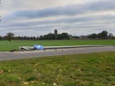 Autobestuurder rijdt lichtmast omver in Haaksbergen
