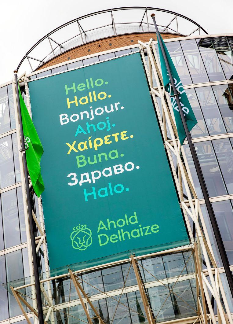 Het nieuwe logo van Ahold Delhaize voor het hoofdkantoor van het gefuseerde supermarktconcern in Zaandam. Beeld anp