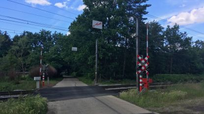 Kleine overwegen worden gesloten, maar tunnel voor zwakke weggebruikers en ruiters aan Opperstraat