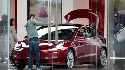 Tesla wil honderden extra werknemers die de klok rond aan Model 3 bouwen