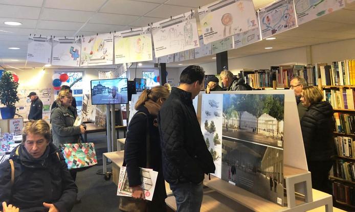 In het tijdelijke stembureau was het vrijdag behoorlijk druk; enkele tientallen mensen namen een kijkje.
