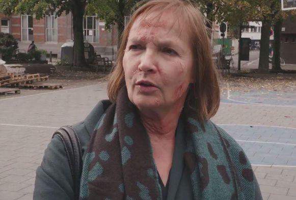 Els Olaerts is blij dat ze niet elke dag 'zo' hoeft rond te lopen en dat ze de 'psoriasis' aan het einde van de dag weer af kan schminken.