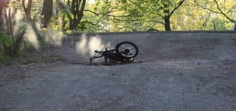 Mogelijk gedumpte bromfiets brandt uit in Nijmegen