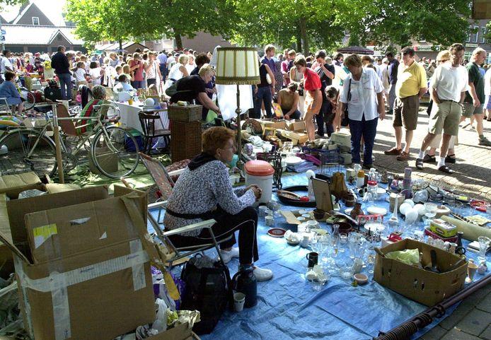 De traditionele rommelmarkt aan het 's-Gravenhofplein in Hulst verdwijnt, maar ondernemers zorgen voor een rommelmarkt aan de Bierkaai.
