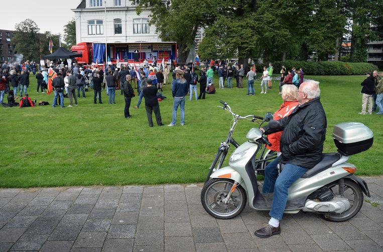 Pegida demonstreert in Enschede. Beeld Marcel van den Bergh