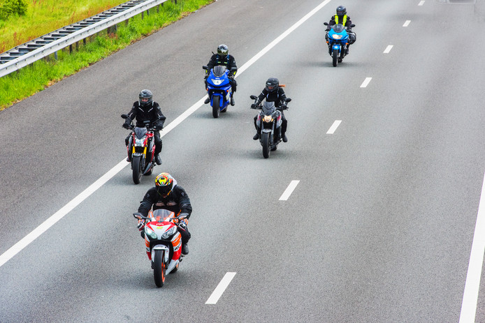 Motorrijders op de snelweg