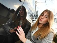 Dollartekens en boze smileys in lak auto's gekrast in Veenendaal. 'Wie doet nou zoiets?'