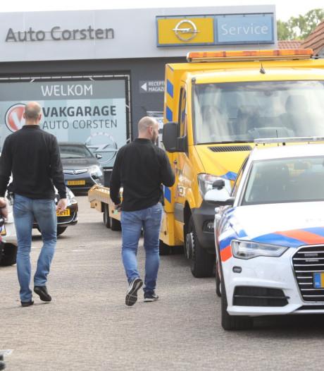 FIOD doet inval bij Auto Corsten in Mariahout, landelijk 500 auto's in beslag genomen