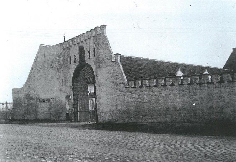 Een foto uit 'den ouden doosch', de Abdijhoeve in de Marktstraat staat er al sinds 1671.