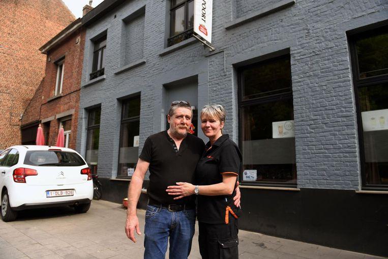 Jappy Bruyneel en Monique Schol sluiten na 27 jaar hun café De Brusselsepoort.