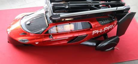 Eerste vliegende auto ter wereld kost 499.000 euro en er gaat gewoon benzine in