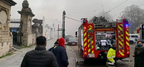 Le feu de toiture circonscrit à Bozar, un pompier hospitalisé