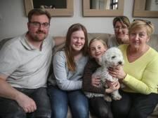 """Gezin na twee jaar herenigd met vermist hondje Boemer: """"We kunnen het nog steeds niet geloven"""""""