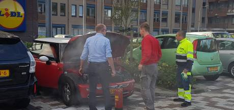 Autobrand op parkeerterrein in Nijmegen snel gedoofd