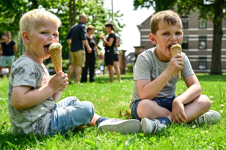 20190624 Opdorp Foto Geert De RyckeHittegolf15u20 : ijscar - dries opdorp hittegolf - ijsjes - verkoeling - kinderen