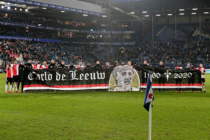 Feyenoord met een eerbetoon aan Carlo de Leeuw.
