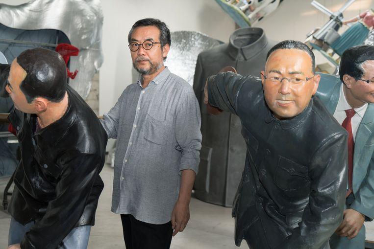 Sui Jianguo bij zijn kunstwerk De Nieuwe Discuswerper. Beeld Ruben Lundgren