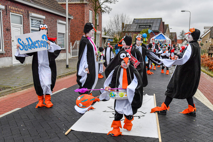 22-02-2020 - Sprundel - Pix4Profs/Peter Braakmann - Motto Wa un kunstje Foto: Ut Kippenhok, de dansende Pinguins