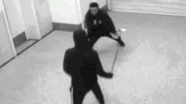Sebire haalde het voorbeeld aan van twee tieners die in een shoppingcentrum een conflict met machetes aan het uitvechten waren.