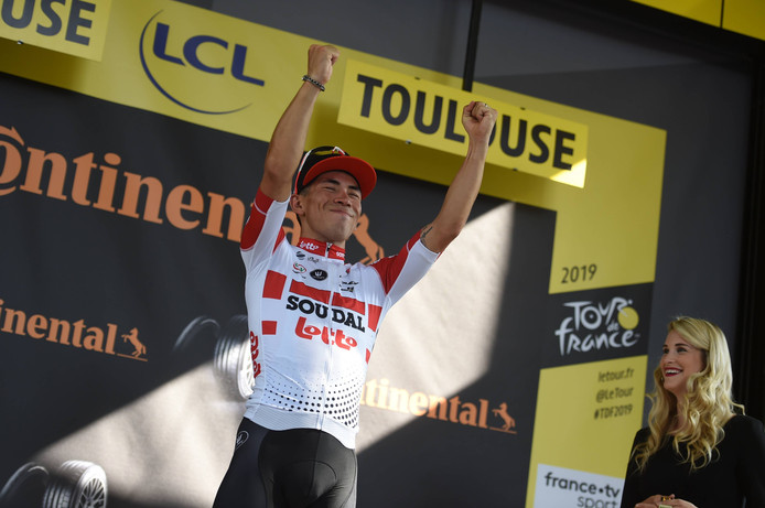 Caleb Ewan won de elfde etappe in Toulouse.