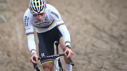 """Onze man in Koksijde zag Van der Poel in één ruk van 45ste naar 1ste plaats knallen: """"Tussen 15u en 16u heeft hij niet geademd"""""""