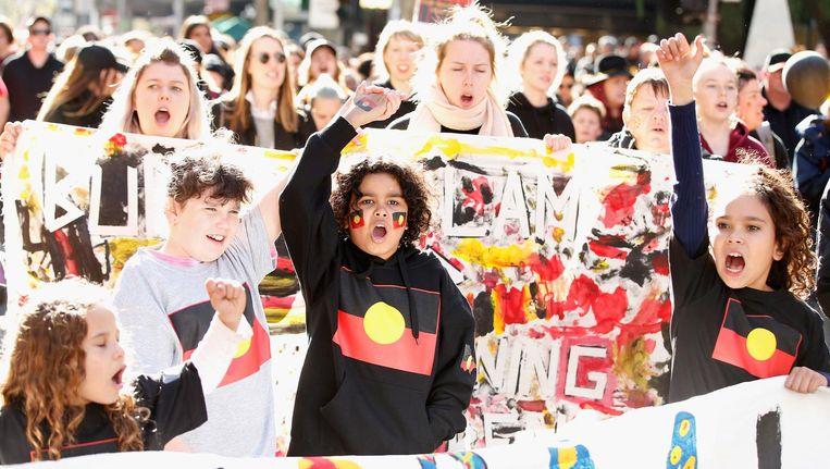 Kinderen tijdens een mars om aandacht te vragen voor de ongelijke behandeling van de inheemse bevolking in Australië. Beeld getty