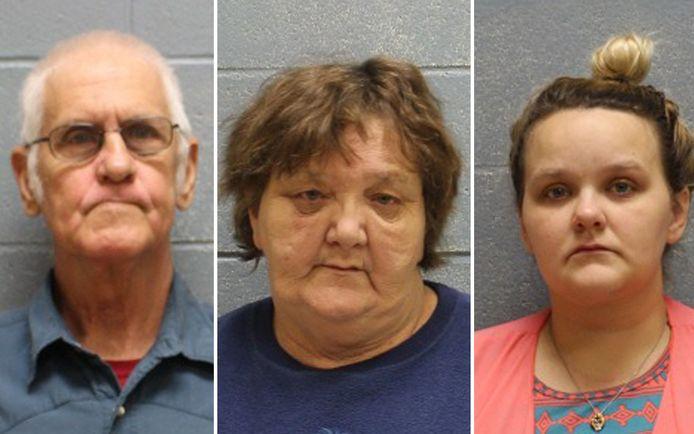 Drie volwassenen die in het huis woonden, zijn aangehouden op verdenking van kindermishandeling.