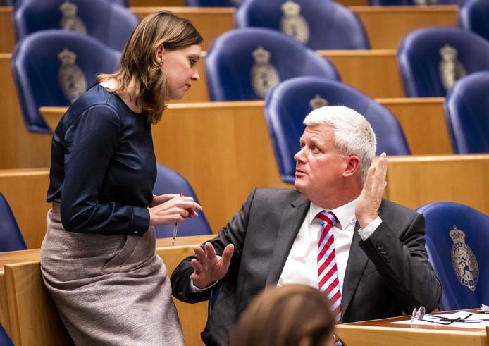 Kamerlid Chris van Dam (CDA), hier in overleg met Stieneke van der Graaf (ChristenUnie).