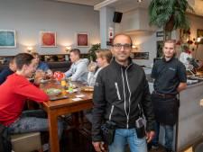Topdrukte in Veluwse restaurants: gasten doen op de valreep nog even snel een hapje en drankje