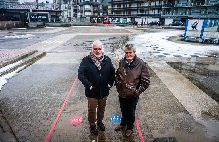 """Burgemeester Jean-Marie Dedecker en schepen voor openbare werken Eddy Van Muysewinkel (LDD) op het Rauschenbergplein. """"Dit plein dient als een hefboom voor de toekomst."""""""