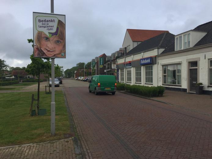 Serooskerke met op de achtergrond de supermarkt die inzet is van een juridische strijd.