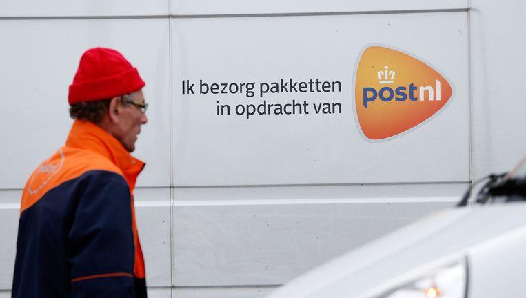 Een pakketbezorger tijdens een protest in maart tegen de arbeidsomstandigheden en lage tarieven waar pakketbezorgers mee te maken hebben. Beeld anp