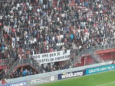 Indrukwekkend applaus bij FC Twente voor overleden Tioté en Kuipers