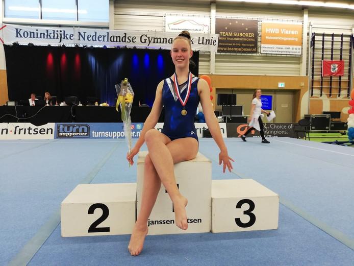Esther Beets met haar gouden medaille.