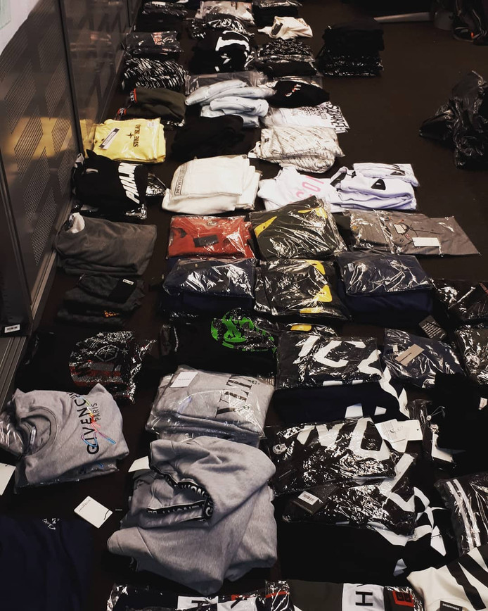 De in beslag genomen kleding zal worden vernietigd.